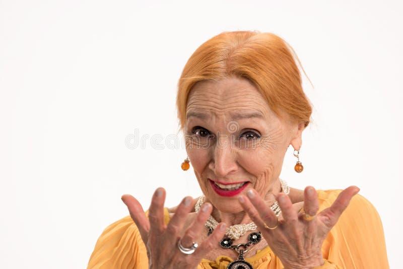 Retrato sênior de sorriso da mulher imagens de stock royalty free