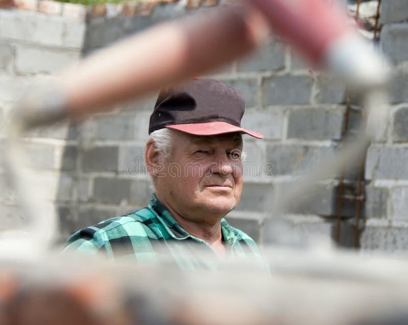 Retrato sênior do construtor imagens de stock