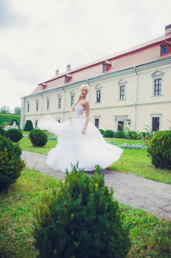 Retrato sensual da noiva bonita fotografia de stock