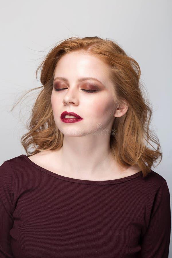 Retrato sensual de mulher redheaded imagem de stock royalty free