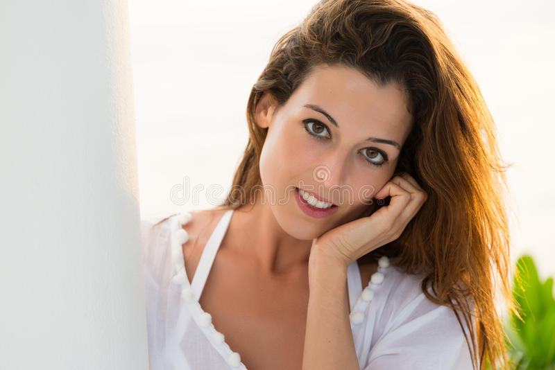 Retrato sereno bonito da mulher fotografia de stock royalty free