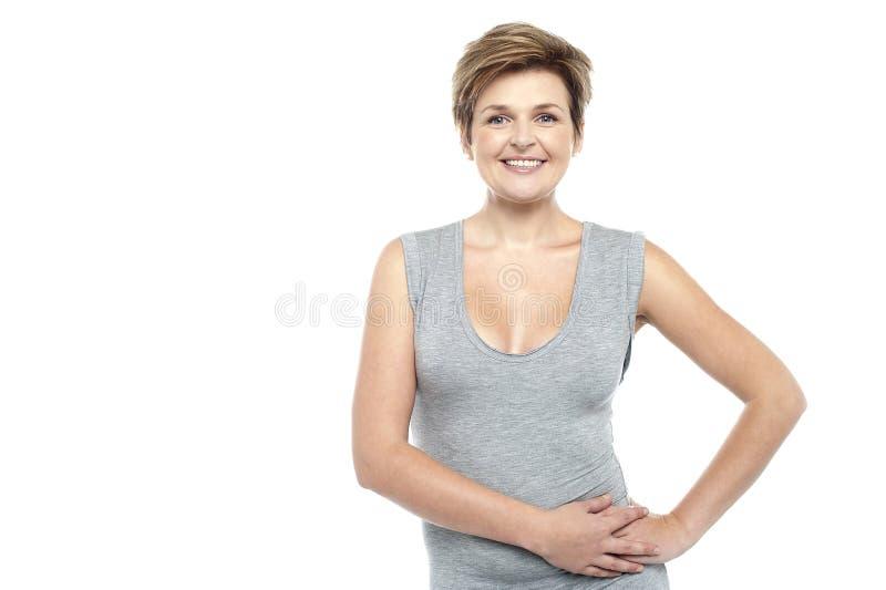 Retrato sonriente atractivo de la mujer fotos de archivo libres de regalías