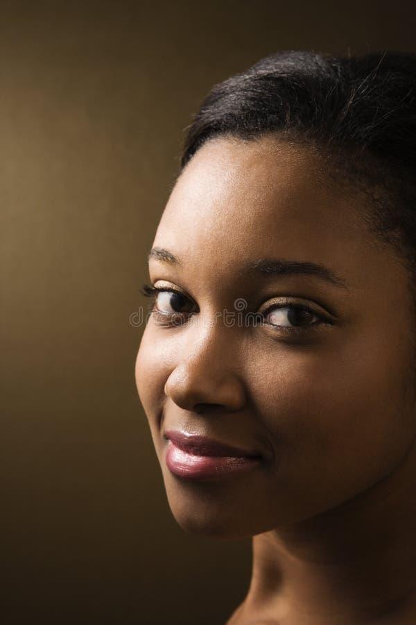 Retrato sonriente de la mujer. fotografía de archivo libre de regalías