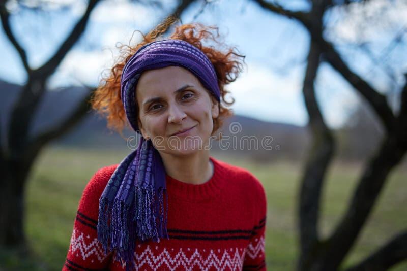 Retrato sonriente de la mujer campesina fotos de archivo libres de regalías