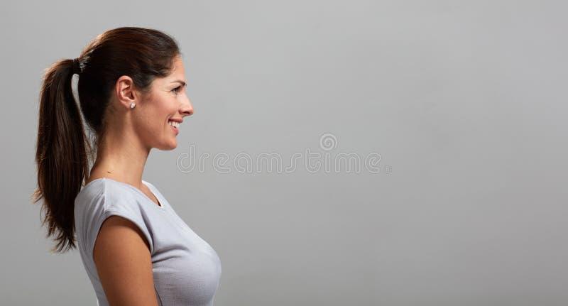 Retrato sonriente del perfil de la mujer joven fotos de archivo libres de regalías