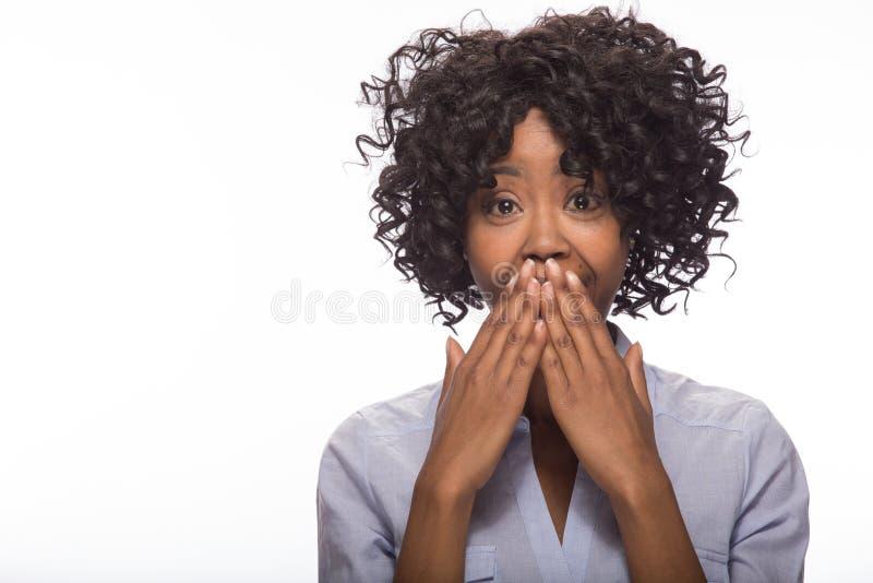 Retrato sorprendido joven de la cara de la mujer negra imágenes de archivo libres de regalías