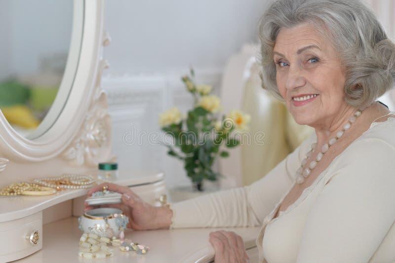 Retrato superior da mulher foto de stock