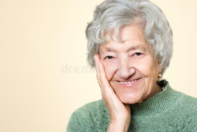 Retrato superior velho bonito da senhora fotografia de stock royalty free