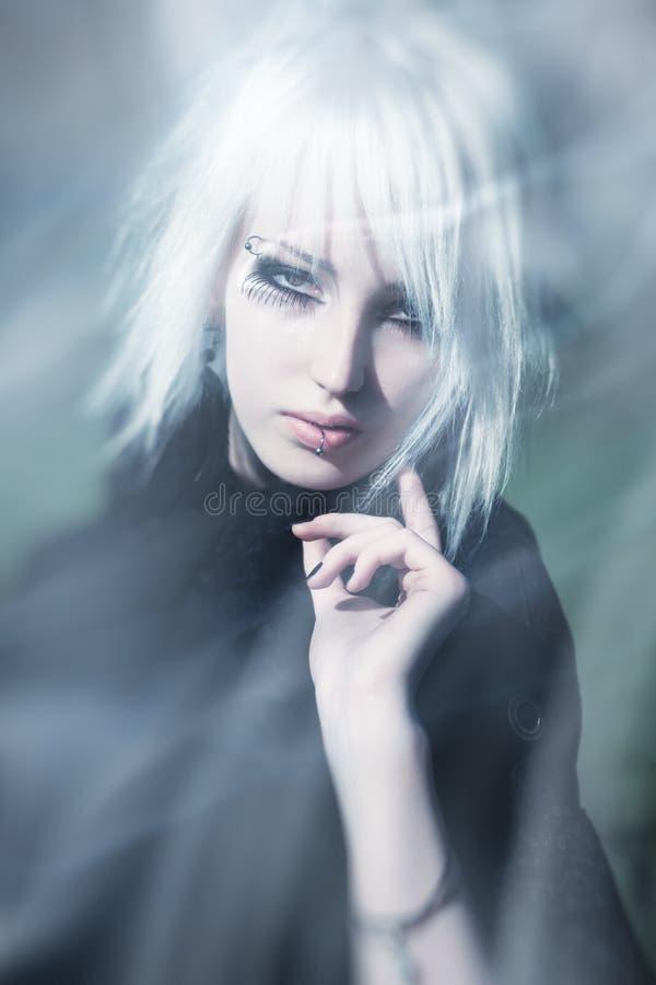 Retrato surrealista de la mujer de Goth imagen de archivo