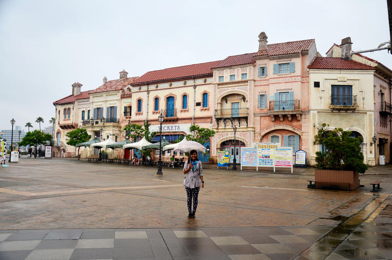 Retrato tailandês da mulher que guarda o guarda-chuva ao chover em Wakayama M fotografia de stock royalty free