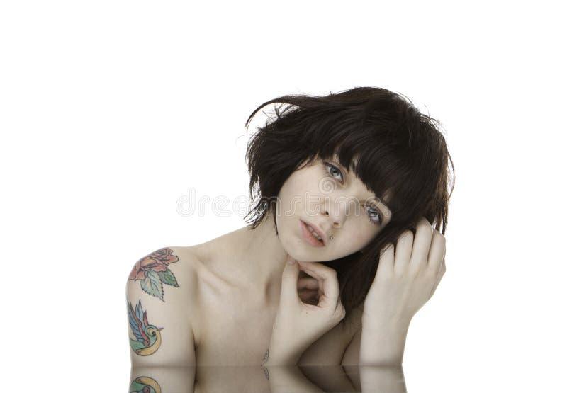 Retrato tatuado de la muchacha fotografía de archivo libre de regalías