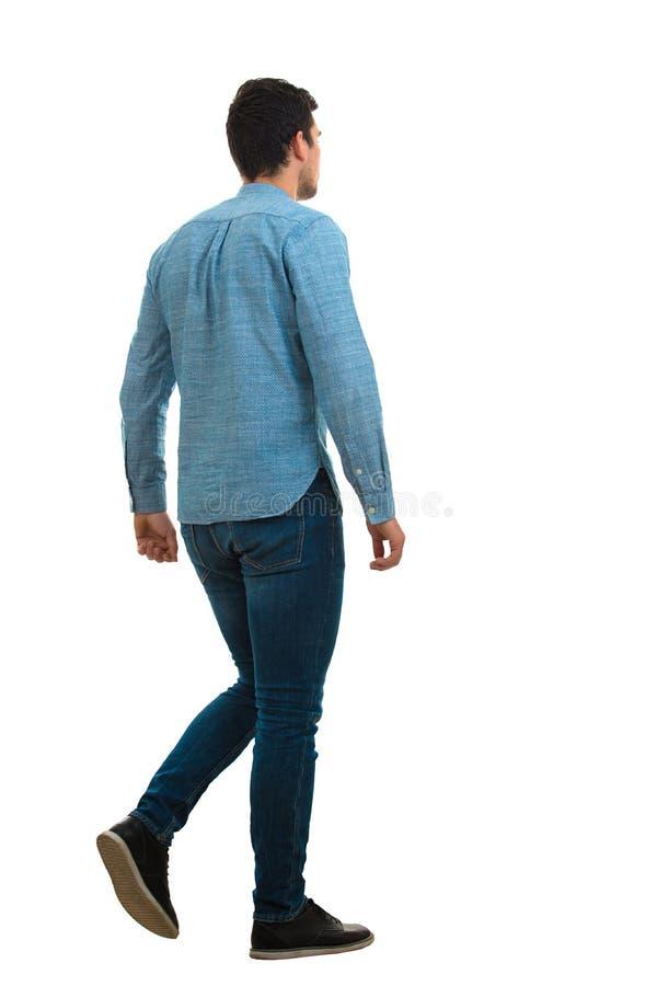 Retrato traseiro de passeio do homem fotografia de stock