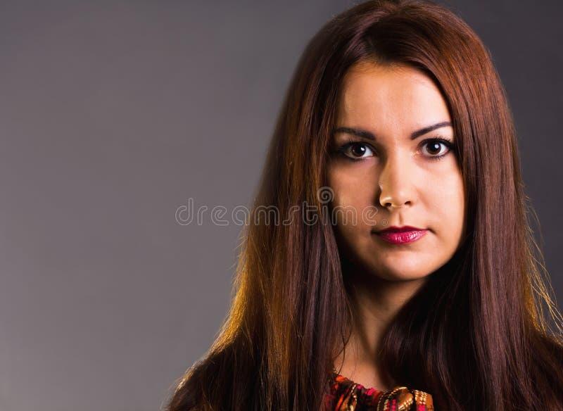Retrato trigueno de la muchacha fotos de archivo libres de regalías