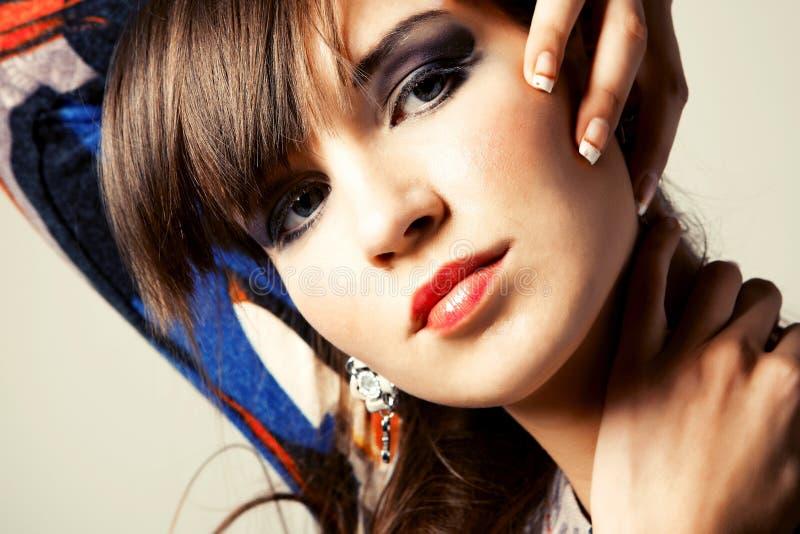 Retrato una mujer joven hermosa imagen de archivo