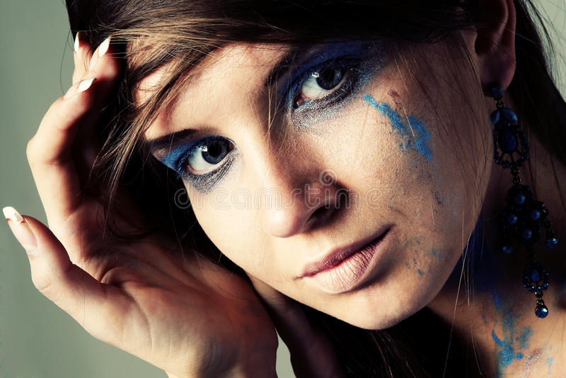 Retrato una mujer joven hermosa foto de archivo libre de regalías