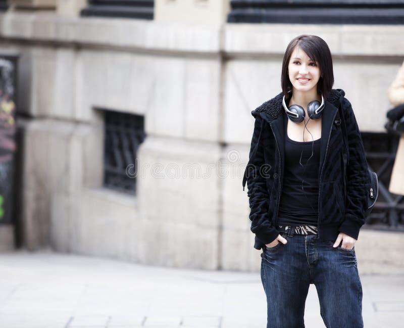 Retrato urbano de la muchacha fotografía de archivo