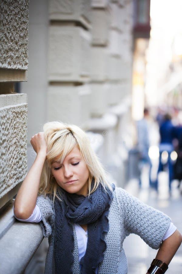 Retrato urbano de la muchacha foto de archivo libre de regalías