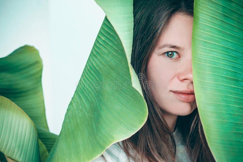 Retrato womant hermoso de la planta foto de archivo