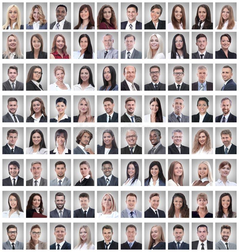 Retratos de un grupo de empleados acertados aislados en blanco imagen de archivo libre de regalías