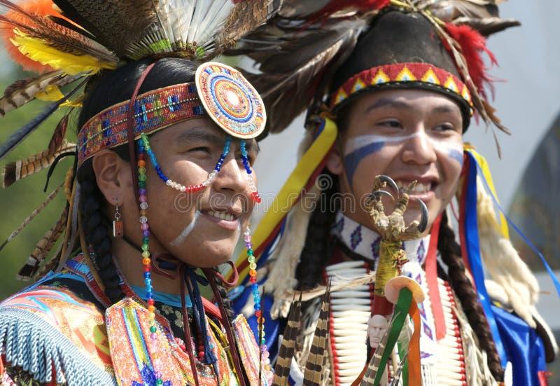 Retratos do dançarino do nativo americano foto de stock
