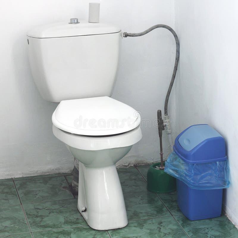 Retrete en la casa restroom foto de archivo