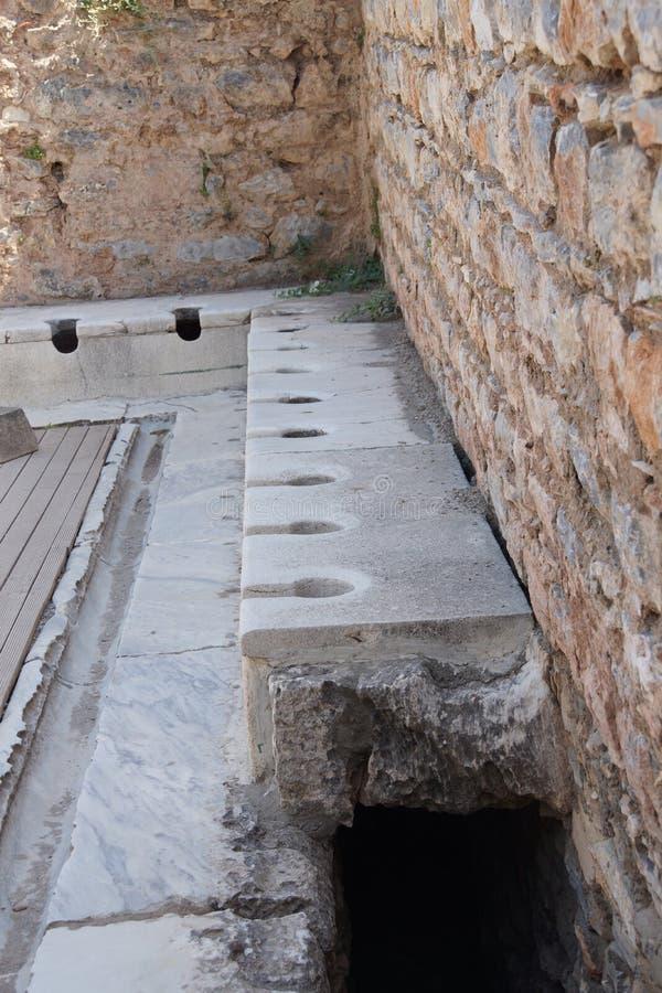 Retrete público a partir de épocas romanas antiguas imagen de archivo