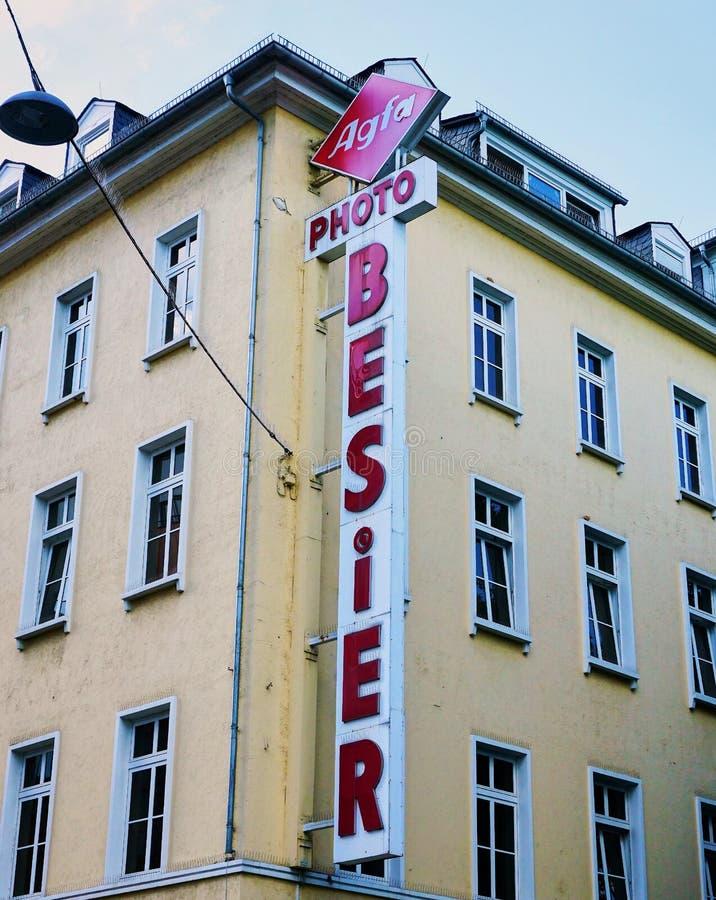 Retro Agfa Photo Company Teken bij het inbouwen van Wiesbaden Duitsland royalty-vrije stock fotografie