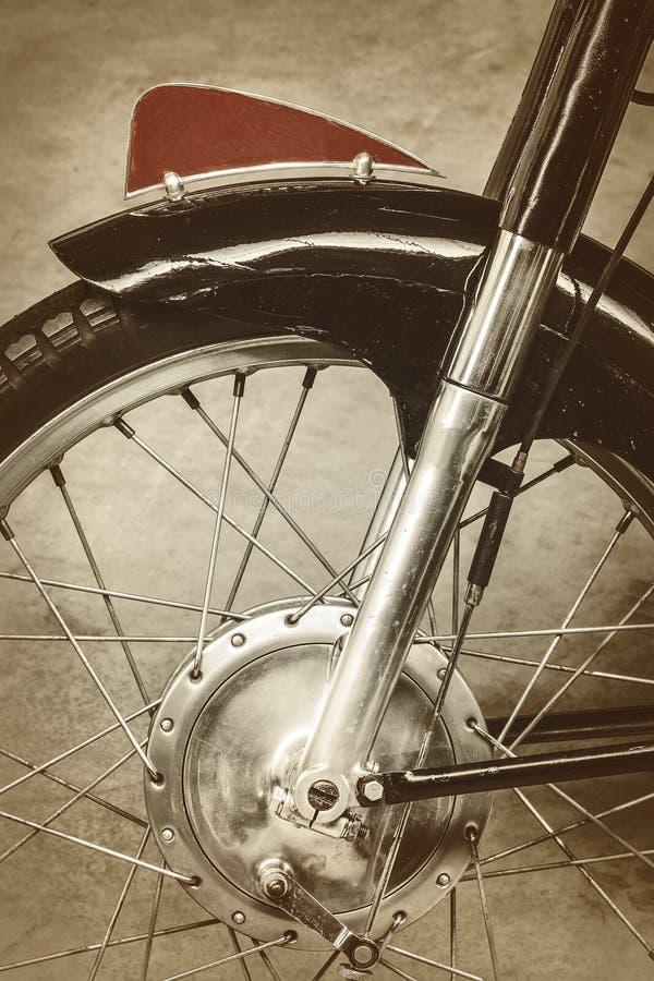 Retro- angeredetes Bild der Front eines alten Motorrades lizenzfreie stockbilder