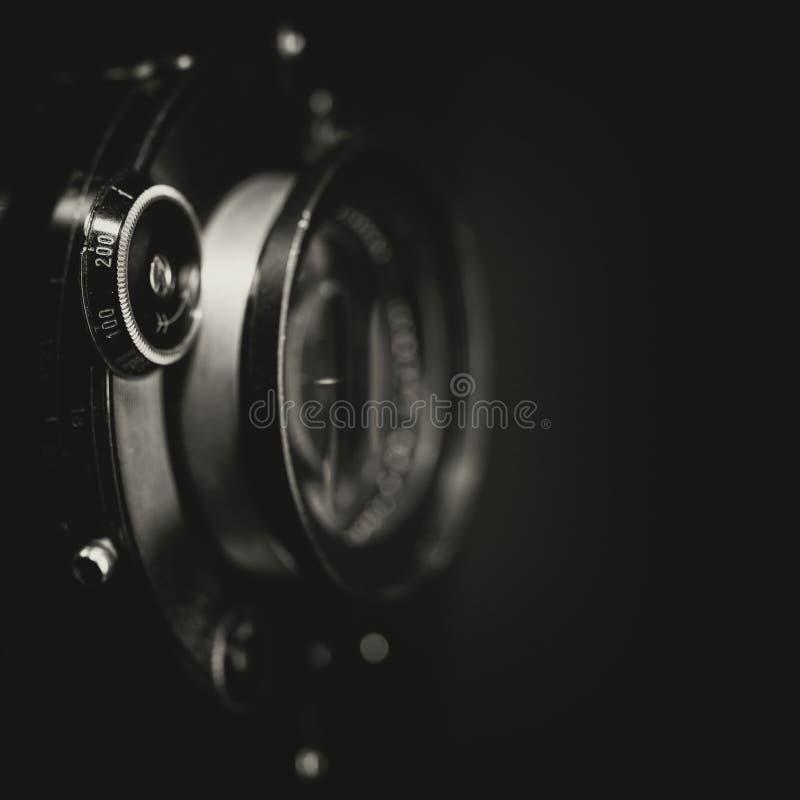 Retro- AnsichtKameraobjektiv mit Weinlesefensterladen stockfotos
