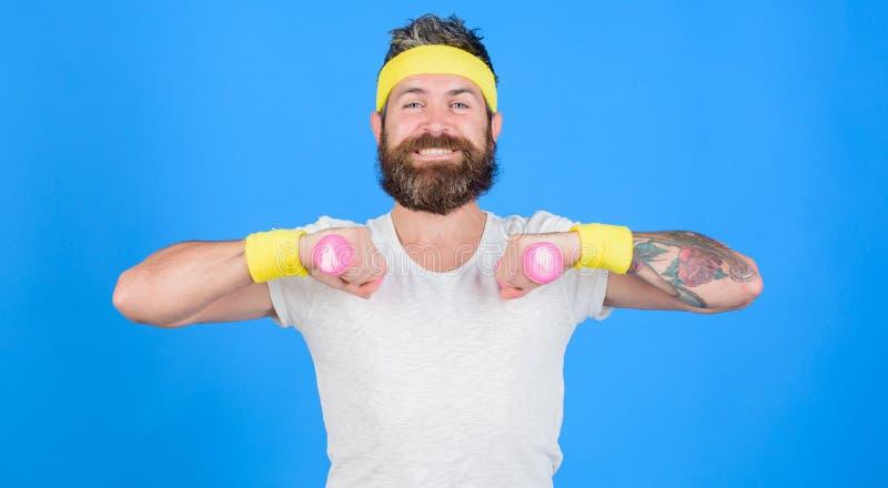 Retro- Ausstattung des Sportlers, die blauen Hintergrund ausbildet Athlet auf Weise zum starken Körper Gesunde Gewohnheiten Athle stockfotografie