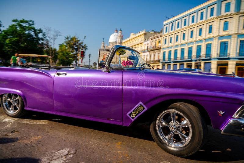 Retro auto als taxi voor toeristen in Havana Cuba stock fotografie