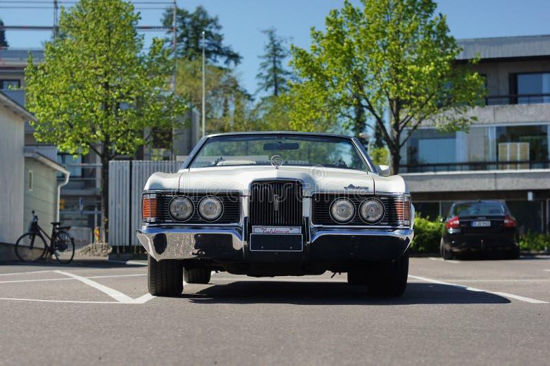Retro auto Mercury Cougar stock foto's