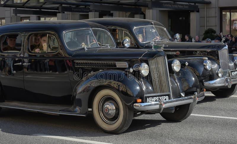 Download Retro Auto Op Een Militaire Parade Redactionele Stock Foto - Afbeelding bestaande uit auto, geschiedenis: 54083248