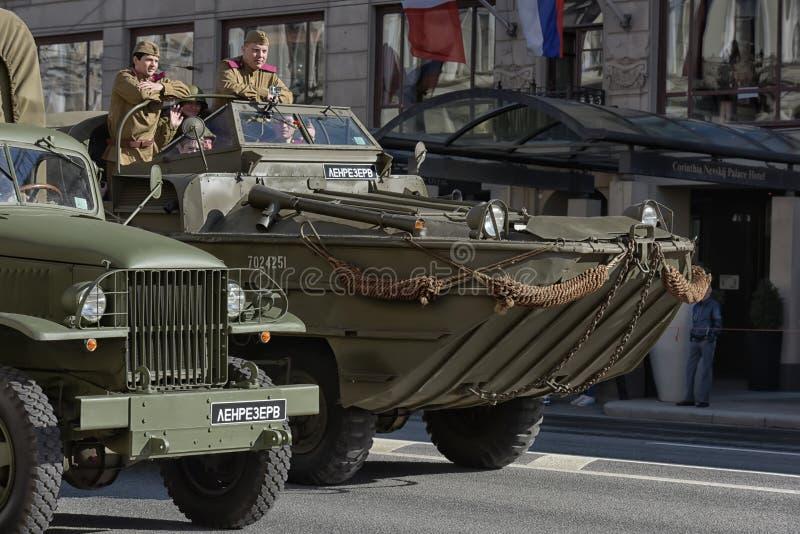 Download Retro Auto Op Een Militaire Parade Redactionele Stock Afbeelding - Afbeelding bestaande uit geschiedenis, mens: 54084264