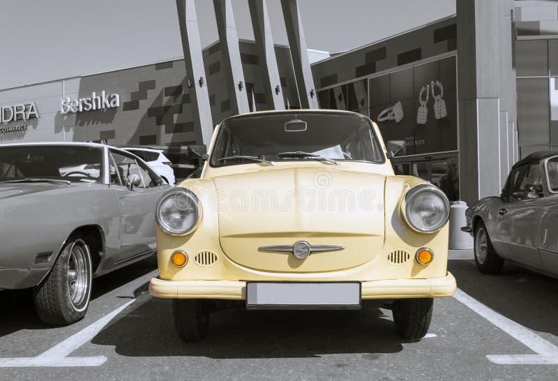 Retro auto van Trabant - selectieve kleurenisolatie royalty-vrije stock foto's