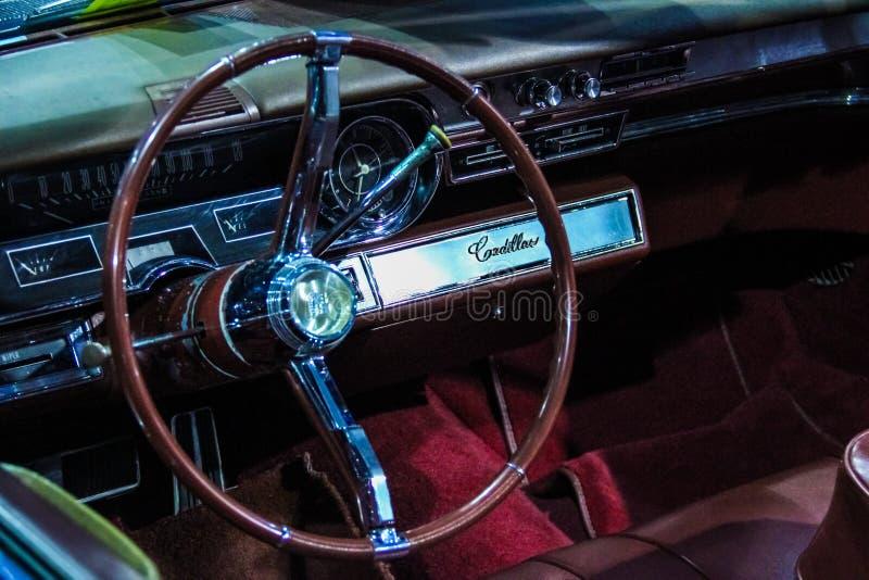 Retro- Automobil Cadillac-Armaturenbrett lizenzfreie stockfotografie