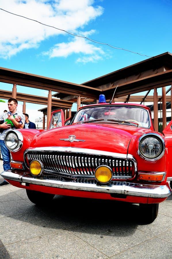 Retro automobile rossa immagine stock libera da diritti