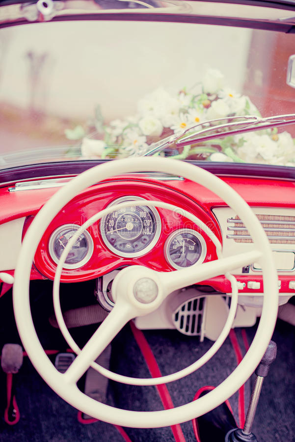 Retro automobile Wedding fotografia stock libera da diritti