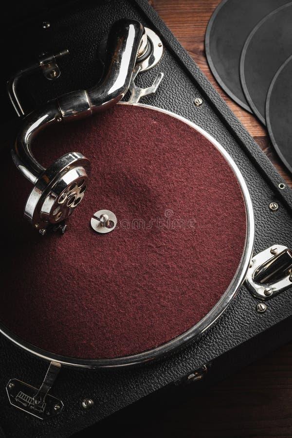Retro bärbar turntable royaltyfri bild