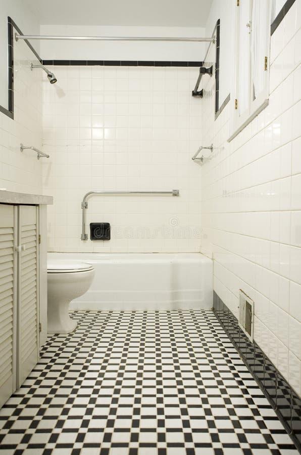 retro badezimmer stockbild bild von fu boden dusche 12189893. Black Bedroom Furniture Sets. Home Design Ideas