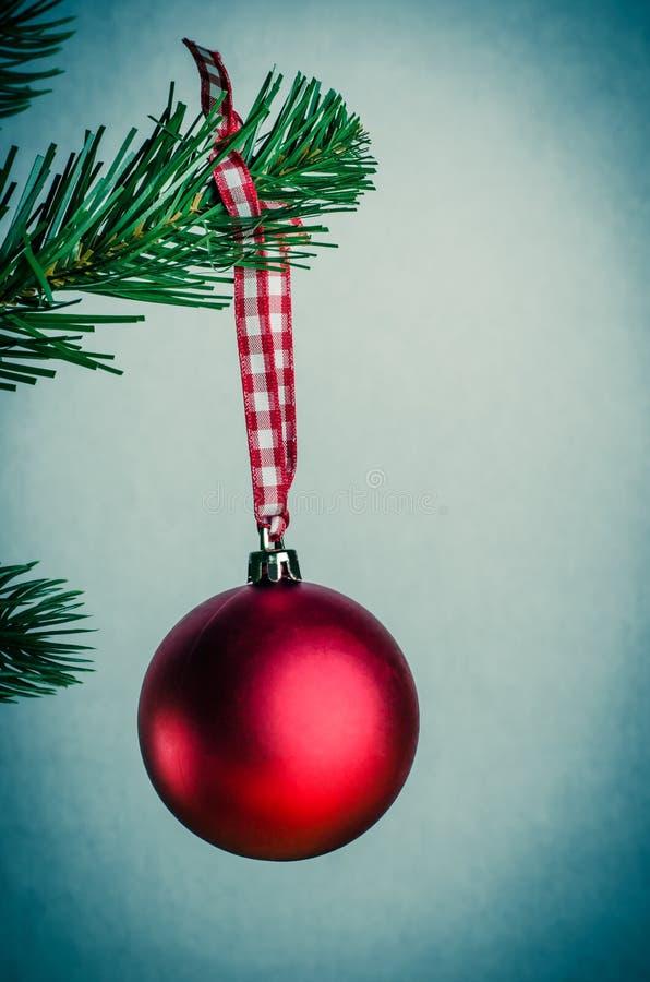 Retro bagattella rossa di Natale fotografia stock