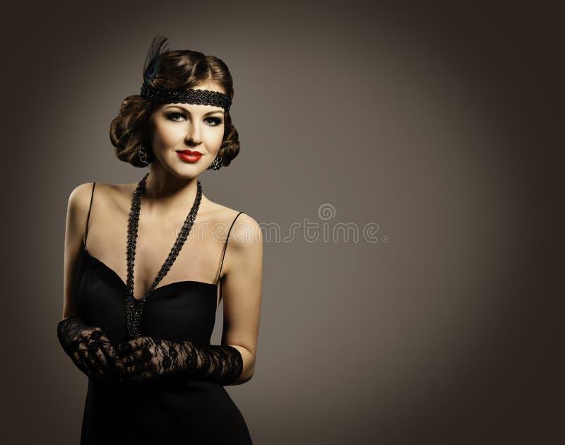 Retro bellezza di modo, bello ritratto della donna, vecchio vestito da trucco dell'acconciatura immagini stock