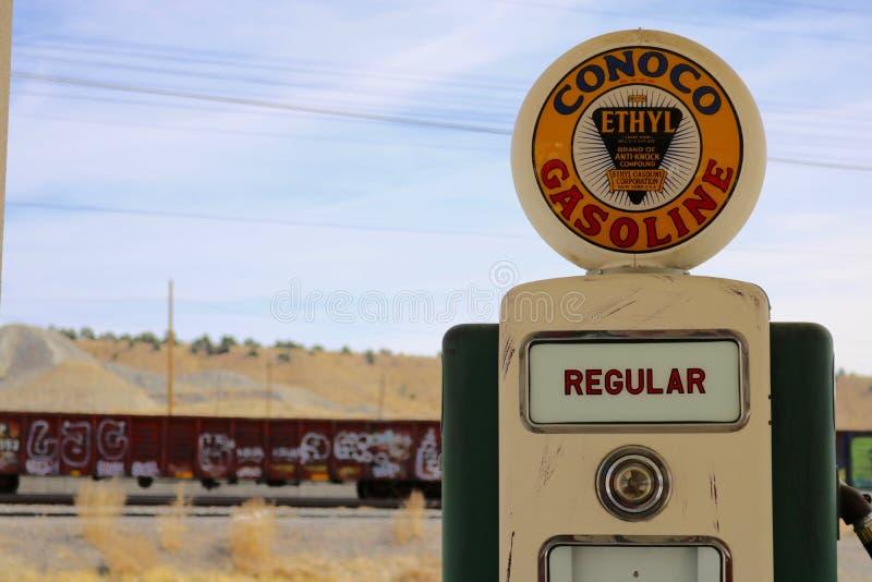 Retro benzinestationpomp stock foto's