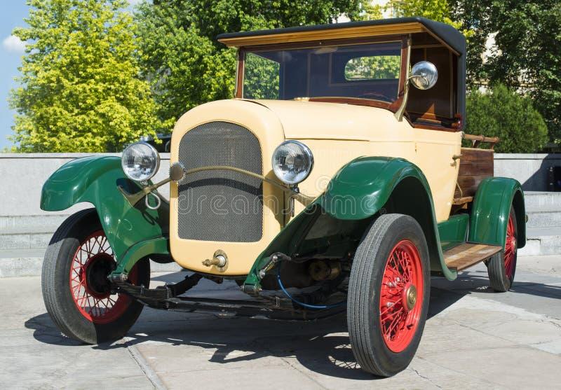 Retro bil för gammal tappning arkivbild