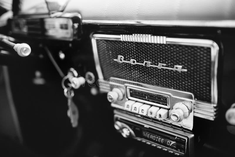Retro bil Volga för sovjetisk ryss royaltyfria bilder