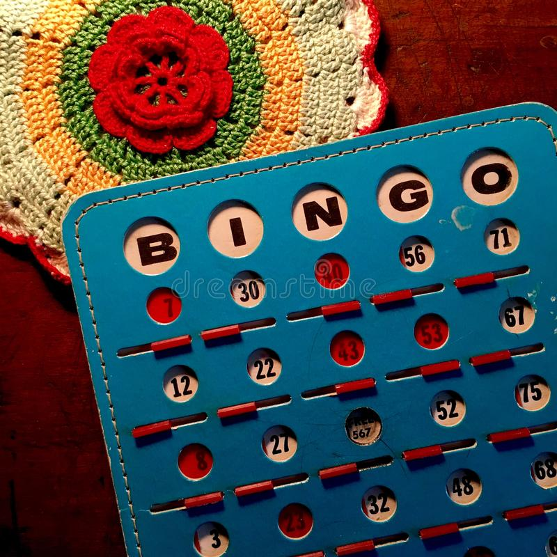 Retro blått och rött Bingokort arkivfoton