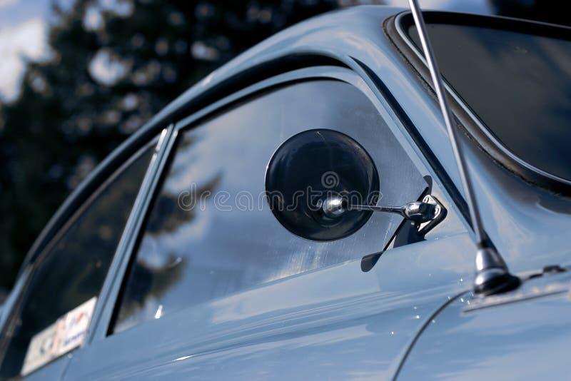 Retro blauwe auto royalty-vrije stock foto