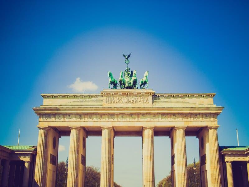 Retro- Blick Brandenburger-Felsen, Berlin lizenzfreies stockfoto
