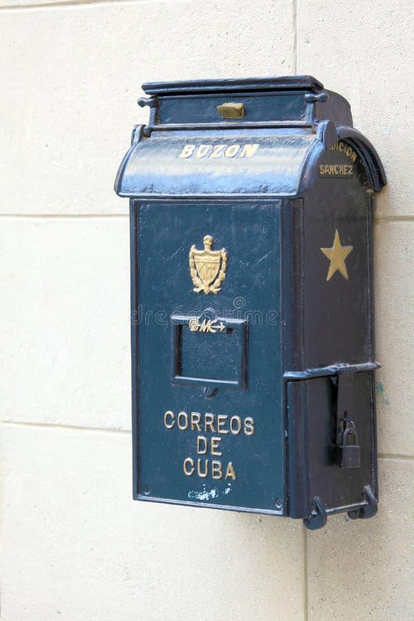 Retro brevlåda på gator av havannacigarren royaltyfria foton