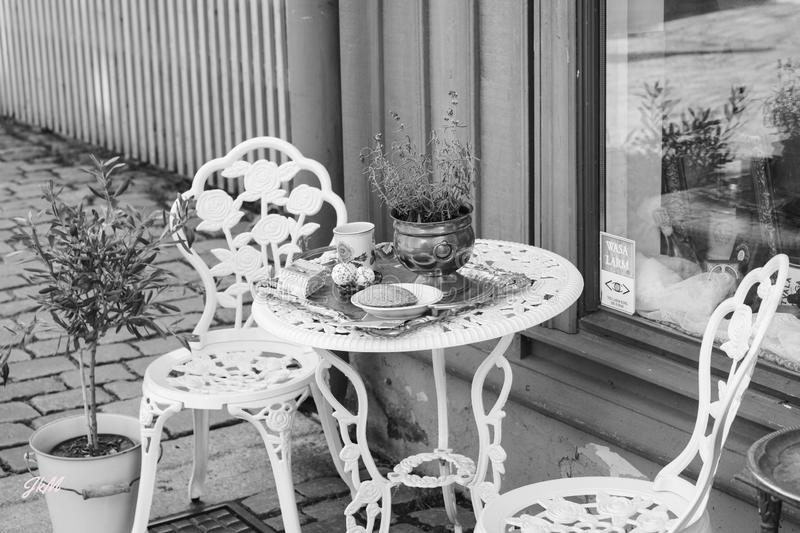 Retro caffe. A place in the garden of a retro caffe in the old part of the town in Göteborg stock photo